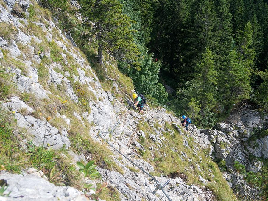 Ettaler Mandl Klettersteig : Gelbe wand und ettaler mandl aus licht gezaubert